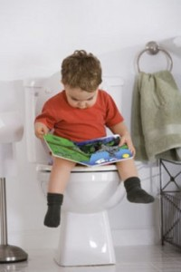 boy-reading-book-while-sitting-on-toilet-R-j-5288654-784x522